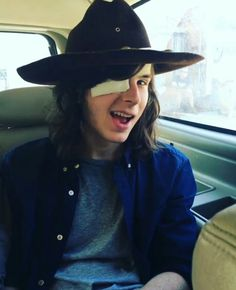 Chandler is such a babe ! Walking Dead Coral, Carl The Walking Dead, Walking Dead Memes, Chandler Riggs, Carl Grimes, Carl And Enid, The Walkind Dead, Face Photo, Stuff And Thangs