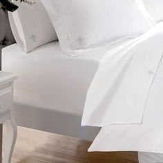 From the quality Dorma range comes this indulgent Egyptian cotton fitted sheet. Finished in white, this sophisticated fitted sheet has a 1000 thread count and is available in a variety of sizes and depths. Best Egyptian Cotton Sheets, Best Cotton Sheets, Best Bed Sheets, Fitted Bed Sheets, Cheap Bed Sheets, Cotton Sheet Sets, Queen Sheets, White Sheets, Bedding Websites
