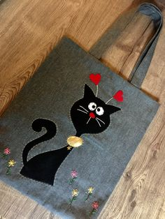 Hearted Cat - Bag - Tote bags for college - Denim Crafts, Felt Crafts, Fabric Crafts, Sewing Crafts, Sewing Projects, Patchwork Bags, Quilted Bag, Bag Patterns To Sew, Sewing Patterns