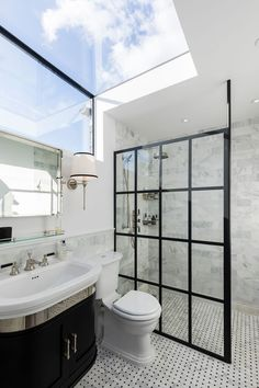 The best loft conversion ideas alleviate space pressure on the rest of the house and improve circulation. Here are some practical solutions for your loft Ensuite Bathrooms, Bathroom Windows, Dream Bathrooms, Beautiful Bathrooms, Small Bathroom, Bathroom Feature Wall, Bathroom Marble, Marble Tiles, Bathroom Art
