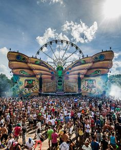 SXSW, Glastonbury: 2015 Music Festivals Worth Traveling For TomorrowLand in Boom, Belgien Festival Looks, Edm Festival, Coachella Festival, Festival Style, Tomorrow Land, Dj Pult, Top 10 Music, 2015 Music, Indie
