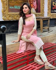 Dress Indian Style, Indian Fashion Dresses, Indian Outfits, Indian Wear, Simple Kurta Designs, Kurta Designs Women, Blouse Designs, Beautiful Girl Indian, Most Beautiful Indian Actress