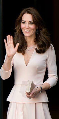 10 раз, когда Кейт Миддлтон пренебрегла королевским дресс-кодом фото [13]