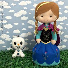 Tem princesinha nova na área? Tem sim! Princesa Anna - Frozen. Com seu mascotinho Olaf. Quer aprender a fazer essa e mais 4 princesas e seus mascotes? Aproveite a promoção de lançamento. SÓ ATÉ AMANHÃ. Acesse www.artelieartesanatos.com.br ;) De 70,00 por apenas 39,90.  Anna mede cerda de 30 cm  #princesa #anna #frozen #olaf #feltro #artesanato #feitoamao #muitoamor #diy #apostila #menina