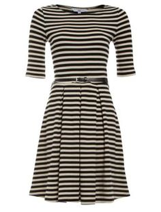 I live the simplicity. Black Pattern (Black) Black and Cream Stripe Sleeve Skater Dress Types Of Dresses, Nice Dresses, Casual Dresses, Fashion Dresses, Pretty Outfits, Cute Outfits, Pretty Clothes, New Look Fashion, Silhouette