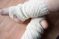 Säärystimet helpolla pitsikuviolla - Kaupunkilanka Knee High Socks, Leg Warmers, Legs, Knitting, Fashion, Leg Warmers Outfit, Moda, Tricot, Fashion Styles