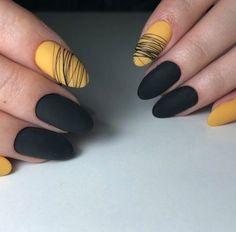 Le 50 nail art più belle per tutte le occasioni - Glamour.it Cute Acrylic Nails, Matte Nails, My Nails, Yellow Nails Design, Yellow Nail Art, Stylish Nails, Trendy Nails, Acryl Nails, Modern Nails