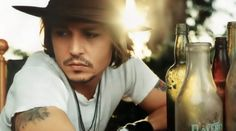 Wat is secret behind johnny depp stunning physique ? Johnny Depp likes the exercises with dumbbells. He has a stability ball in his room. Depp also runs on the treadmill. Marlon Brando, Barnabas Collins, Gorgeous Men, Beautiful People, He's Beautiful, Hello Gorgeous, Chaning Tatum, Hot Guys, Cinema Tv