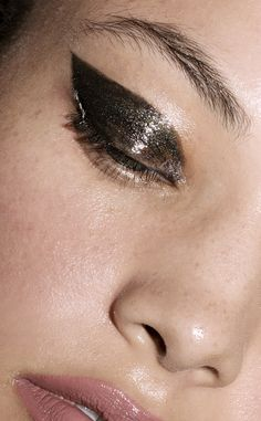 Magic Smoky™, Powder Shadow Stick - It's the smoky eye made simple. Now, with a few bold strokes you can create the look you've always wanted. Silky pressed pow
