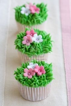 flower in grass cupcakes