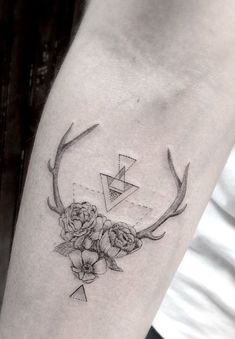 Body – Tattoo's – Antler,flower tattoo by dr. Subtle Tattoos, Pretty Tattoos, Unique Tattoos, Beautiful Tattoos, Small Tattoos, Tattoo Femeninos, Body Art Tattoos, New Tattoos, Tattoos For Guys
