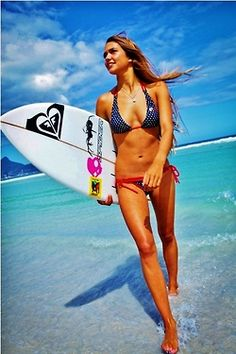 Hot tanned surfer girl in a bikini with her surfboard coming in from the ocean. Surf Girls, Beach Girls, Beach Bum, Summer Girls, Glamping, Hot Surfers, Female Surfers, E Skate, Surf Outfit