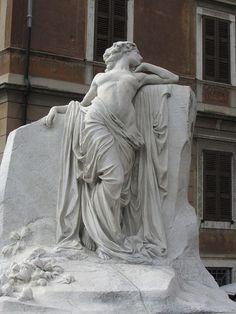 Monument in Maderno - statue Ancient Greek Sculpture, Greek Statues, Buddha Statues, Art Sculpture, Metal Sculptures, Abstract Sculpture, Bronze Sculpture, Roman Sculpture, Art Et Architecture