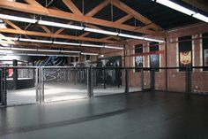 Check out the facilities in the gym, the best MMA gym will offer sufficient facilities to train you to become a perfect fighter.