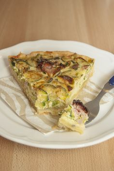Quiche con zucchine, fiori e cotto alla brace. Quiche with zucchini, zucchini blossoms and bbq cooked ham.