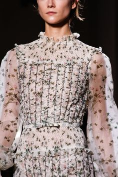 Valentino Spring 2012 Couture Accessories Photos - Vogue