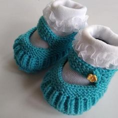 Postup na pletené papučky pre bábo. #pletenie #papuce #knitting #babyslippers #tutorial #knittingtutorial Knitting Blogs, Knitting Patterns, Diy And Crafts, Baby Shoes, Handmade, Clothes, Board, Fashion, Long Scarf