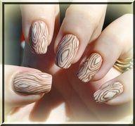 Woodgrained mani