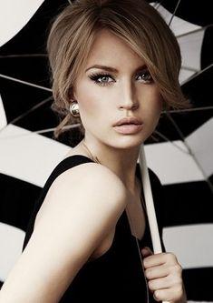Me gusta su maquillaje en tonos neutros