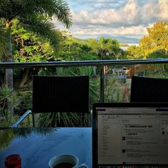 "In my series ""exotic places to work"" I present #hamiltonisland #business"