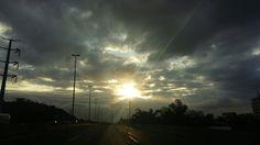 Hoje o céu se abre pra derramar sobre os corações toda graça do Pai
