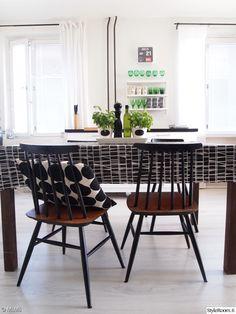 kesäinen,valoisa,basilikaruukku,pinnatuoli,keittiö Decor, Furniture, House Design, Interior, Living Dining Room, 50s Furniture, Table, Home Decor, Minimalist Home