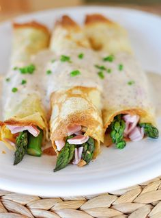 ** Basic Crepes with Ham, Swiss and Asparagus Variation Recipe. Suggestion: make the crepes bigger cup of batter per crepe) and cut the white sauce in half. Makes 6 larger crepes. Crepe Recipes, Brunch Recipes, Breakfast Recipes, Pancake Recipes, Pancake Fillings, Waffle Recipes, Brunch Ideas, Breakfast Sandwiches, Breakfast And Brunch