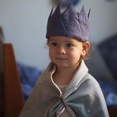 Cutest Crown and dreamy blanket as cape. by Fabelab