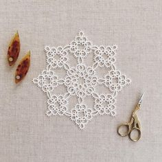 I had fun tatting this Ice Crystal doily by Blomqvist and Persson