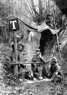 2-G55-W1-1914-34 View of a German field telegraph station in a woodland, late 1914 akg-images / ullstein bild
