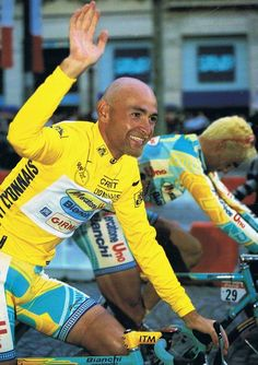 Il pirato: Marco Pantani enjoying the Yellow Jersey - lucky enough to be in Paris to see him arrive Cycling Art, Cycling Bikes, Road Bikes, Alpe D Huez, Vintage Cycles, Bicycle Race, Road Racing, Legends, Cycling Clothing