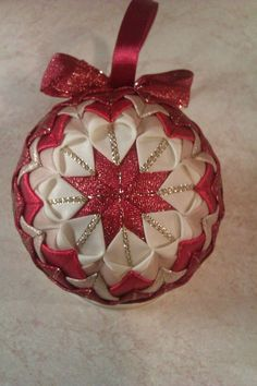 Red and Gold Folded Ribbon Quilted Quilted Christmas Ornaments, Christmas Fabric, Diy Christmas Ornaments, Handmade Christmas, Holiday Crafts, Ball Ornaments, Quilted Fabric Ornaments, Fabric Balls, Homemade Ornaments