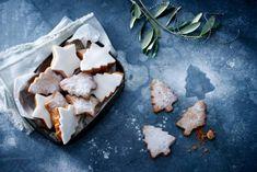 Feestelijke kerstkoekjes - Recept - Allerhande - Albert Heijn No Bake Cookies, Cake Cookies, Baked Goods, Ice Cream, Sweets, Cheese, Chocolate, Baking, Desserts