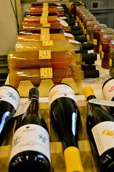 Wein beim Food Lovers Market - Leberkassemmel und mehr