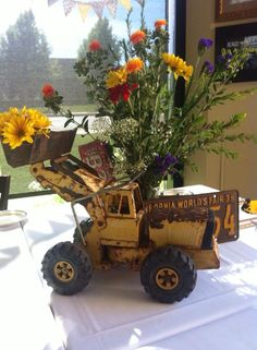 I like old toy not flower color for Boy . Vintage Tractors and trucks baby shower Vintage Baby Boys, Baby Shower Vintage, Baby Shower Fall, Fall Baby, Baby Shower Parties, Baby Boy Shower, Baby Shower Gifts, Baby Shower Decorations For Boys, Baby Shower Themes