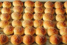 Mini pão hambúrguer com gergelim