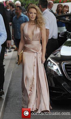 Kylie Minogue Leaving the Martinez Melbourne, Kylie Minogue, Beautiful People, Beautiful Women, Girl Face, Best Actress, Celebs, Celebrities, Boho Fashion