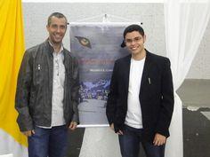 O #escritor #MatheusLCarvalho e seu tio Sebastião Junior no lançamento do #livro #OValeDosLobos, em Santa Isabel, interior de SP.