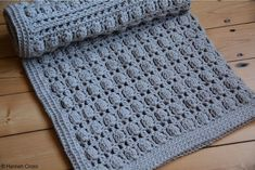 Oyster Shell Blanket free crochet pattern by Hannah Cross. Learn to crochet the cluster stitch, free baby crochet blanket pattern. Easy Crochet Blanket, Crochet Blanket Patterns, Crochet Stitches, Crochet Blankets, Baby Blankets, Crochet Afghans, Knitting Paterns, Crochet Quilt, Crochet Mandala
