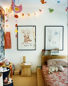 natural feel kid's room - wood and sketches mixed with bright colours