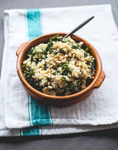 20-Minute Kale & Quinoa Bowl / 27 Awesome Easy Lunches To Bring To Work (via BuzzFeed)