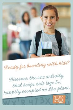 Boarding with kids: discover how to keep them happily occupied without screens. This makes traveling with kids so much easier!  #familytravel #printablegames  #printableactivity #kids  #printablesforkids #travelgames #besttravelgames #travelingwithkids #familyfun #traveltoys #StudioStilla