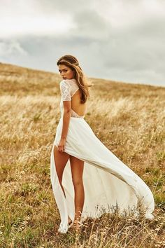Awesome #trouwjurk met kanten open rug! #bruidsjurk #kant #openrug #graceloveslace