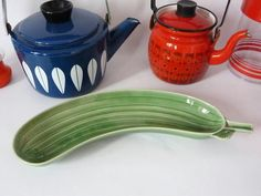 Stig Lindberg's metal kettles & a large, beautiful cucumber platter...