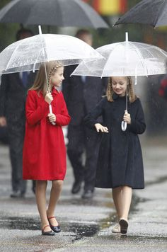 Leonor and Sofia of Spain, each his umbrella for National Day