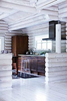 6 cozy cabin decor ideas for a winter getaway. Domino rounds-up cozy cabin inspiration from small cabins in Wisconsin, Missouri, Dunton Hot Springs and Ralph Lauren's Colorado Ranch! For more cottage, cabin and celebrity style go to Domino. House Of Philia, Scandinavian Cabin, Scandinavian Interior, Modern Log Cabins, Log Wall, Modernisme, Cabin In The Woods, Cabin Kitchens, Log House Kitchen