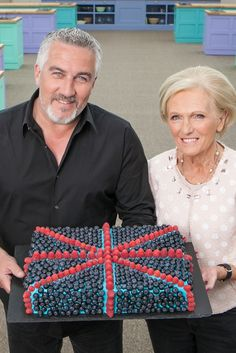 Great British Bake Off: Mary Berry leaves but Paul Hollywood stays - BBC News Great British Chefs, Great British Bake Off, Paul Hollywood And Mary Berry, Hollywood Pictures, Gbbo, British Baking, Hollywood Sign, New Memes, Famous Faces