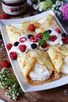Naleśniki Rafaello Crepes, Cannoli, Cake Recipes, Pancakes, Food And Drink, Menu, Healthy Recipes, Healthy Food, Sweets