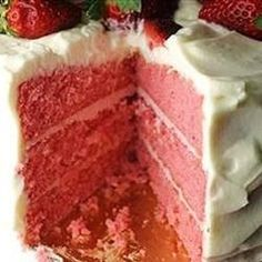 Strawberry Cake from Scratch - Cake Recipes Easy Ideen Strawberry Sheet Cakes, Strawberry Cake From Scratch, Homemade Strawberry Cake, Fresh Strawberry Cake, Pound Cake With Strawberries, Strawberry Cake Recipes, Cake Recipes From Scratch, Cupcake Cakes, Cupcakes