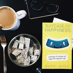 Suitcase of Happyness // Blog // Read  // Book // Good Book // Happiness Book / Books on Happiness // Happy Life // Author // Reader // Read / Coffee // Self Help //